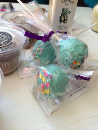 How cute are these cake pops?